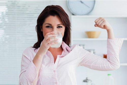 مصرف شیر واقعا به تقویت استخوانها کمک میکند؟