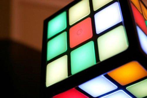چگونه مکعب روبیک در پنج ثانیه حل میشود؟
