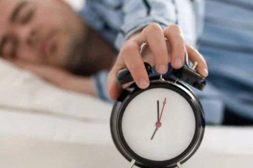 آیا به تأخیر انداختن زمان بیداری از خواب، مضر است؟