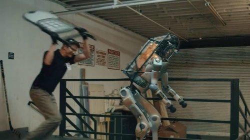 واقعی یا ساختگی؛ حس ترحم نسبت به کتک خوردن رباتها چقدر منطقی است؟