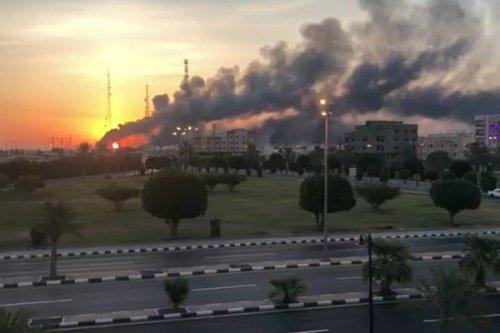۱۰ پهپاد مسلح نیمی از تاسیسات نفتی عربستان را فلج کردند