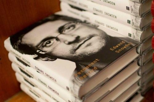 آمریکا از اسنودن به خاطر چاپ کتاب خاطراتش شکایت کرد؛ تلاش دولت برای توقیف درآمدها
