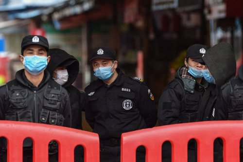 وزیر بهداشت خواستار جلوگیری از ورود مسافران از چین شد [بهروزرسانی: پروازهای رفت و برگشت ایران-چین متوقف شد]
